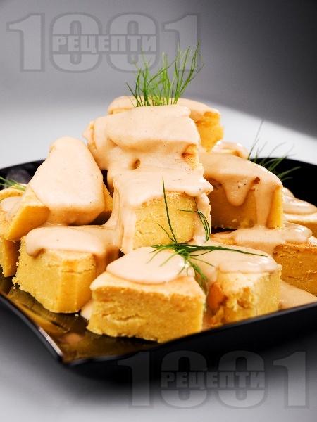 Солен чеснов кейк с царевично брашно и сирене чедър - снимка на рецептата